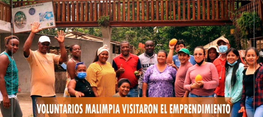 VOLUNTARIOS VISITAN EMPRENDIMIENTO DE DON PINCAY, QUIEN CULTIVA Y PROCESA CACAO.